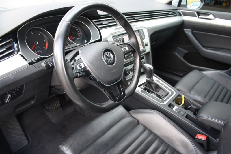 Volkswagen Passat 2,0 TDi 170 Highline DSG 2015 bord 2