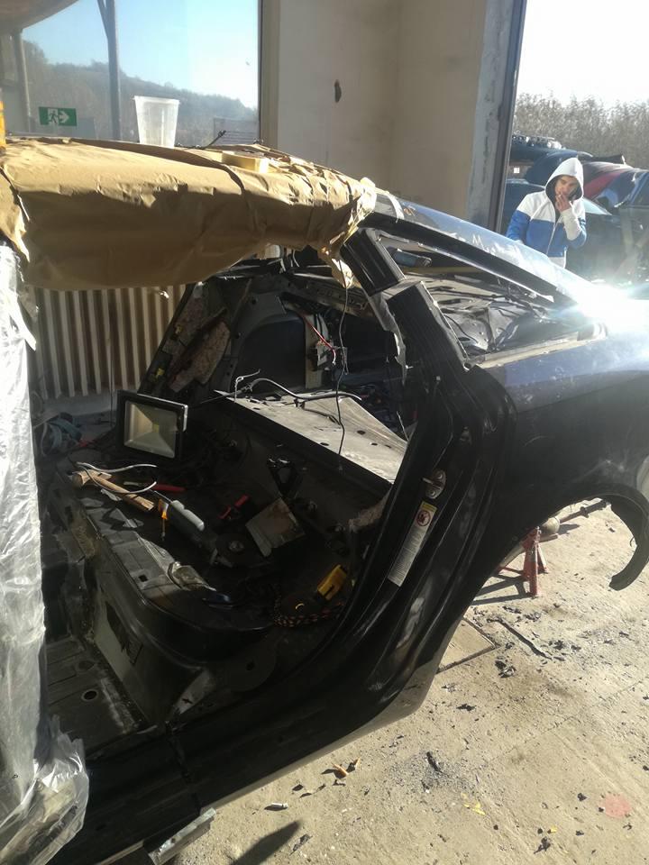 Audi A6 sudat din 2 bucati, sudurile se vad pe podea